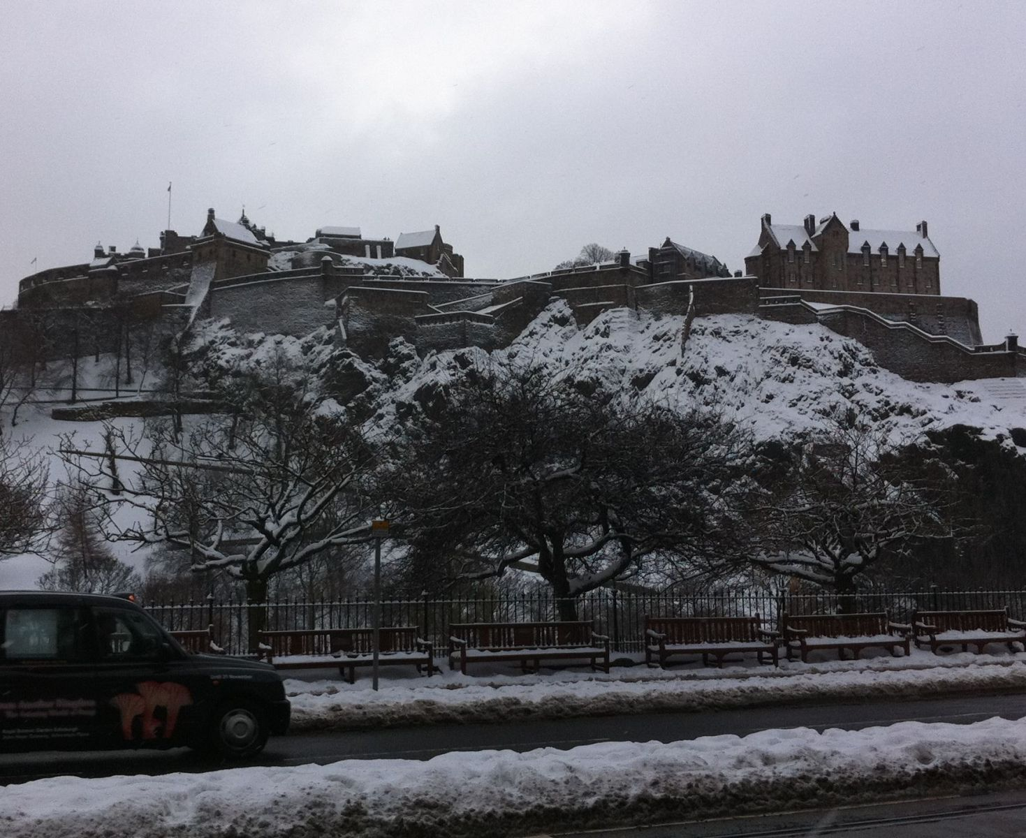 People carrier hire Edinburgh airport - the castle